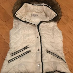 White Zara winter vest with fur hood